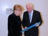 MdB Cajus Caesar übergibt mein Portrait an Frau Bundeskanzlerin Angela Merkel in Berlin